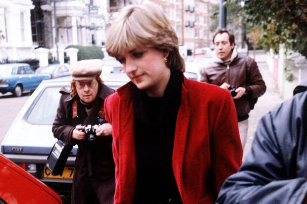 Schon vor der Hochzeit auf der Flucht: Diana Spencer im November 1980. Solche Szenen will Harry Meghan ersparen