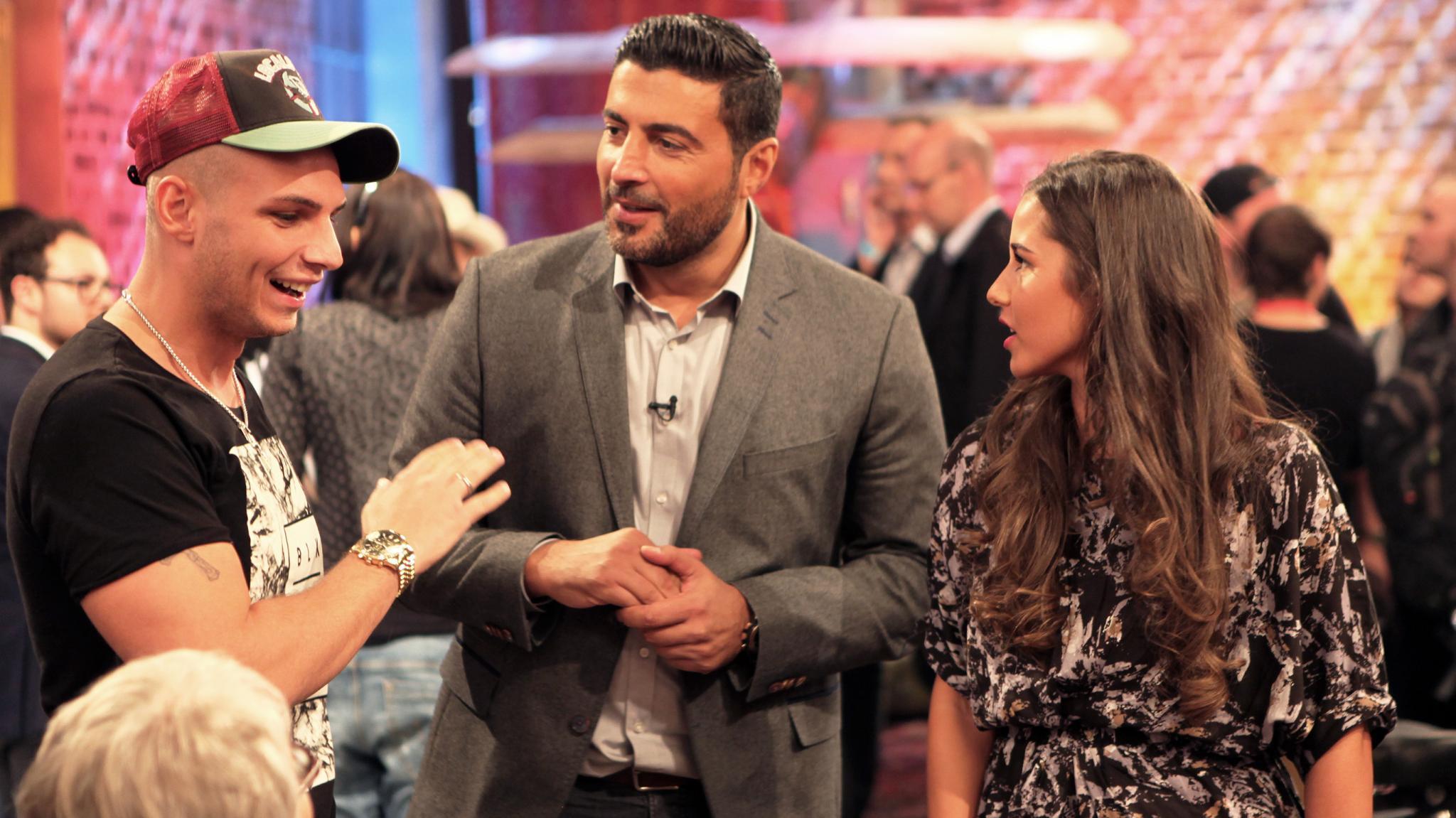 """Pietro und Sarah Lombardi mit Sükrü Pehlivan (Mitte) bei der """"Trödeltrupp Auktionsnacht"""""""