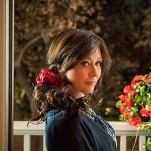 """Shannen Doherty trägt am Set von """"Heathers"""" offenbar eine Perücke."""