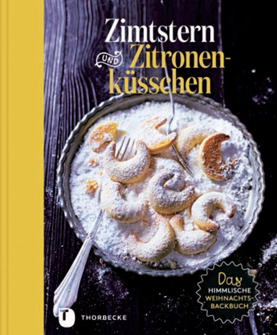 """Von Vanillekipferln mit Orangen-Mohn-Zucker bis Mince-Pies – dieses Standardwerk voller Backideen ist ein himmlischer Begleiter für die Adventszeit. (""""Zimtstern und Zitronenküsschen"""", Jan Thorbecke Verlag, 192 S., 24,99 Euro)"""