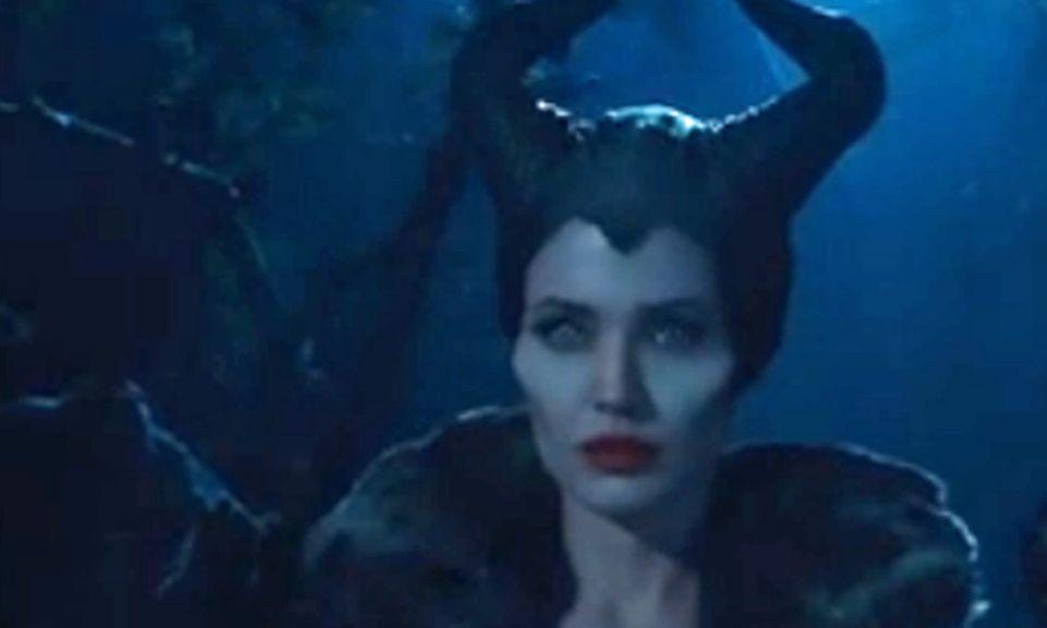 """Angelina Jolie gibt die böse Hexe """"Malefiz"""" in dem Disney-Film """"Maleficent""""."""