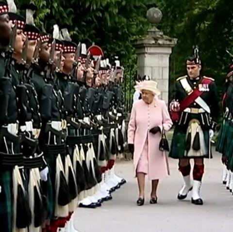 Queen Elizabeth trifft in Schloss Balmoral ein