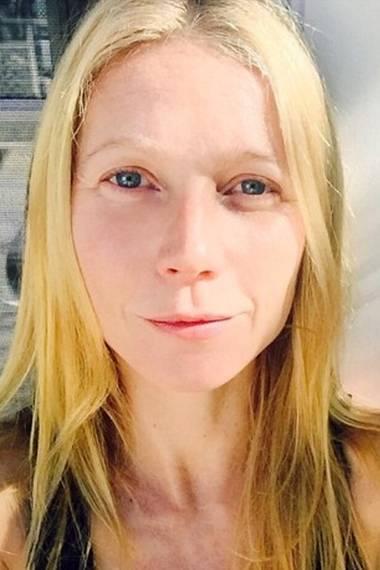 Tagsüber braucht Gwyneth Paltrow kein Make-up. Der gesunde Lebensstil der 42-Jährigen lässt sie immer noch jugendlich frisch aussehen.