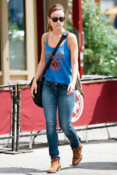 Olivia Wilde im Sommer-Look: Sportliches Hemdchen und enge Jeans sind ausreichend.