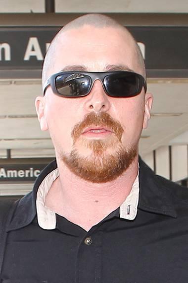 """Zugelegt hatte Christian bereits für seine Rolle in """"American Hustle"""". Die Glatze dazu macht ihn äußerlich dann doch zu einem ganz anderen Menschen."""