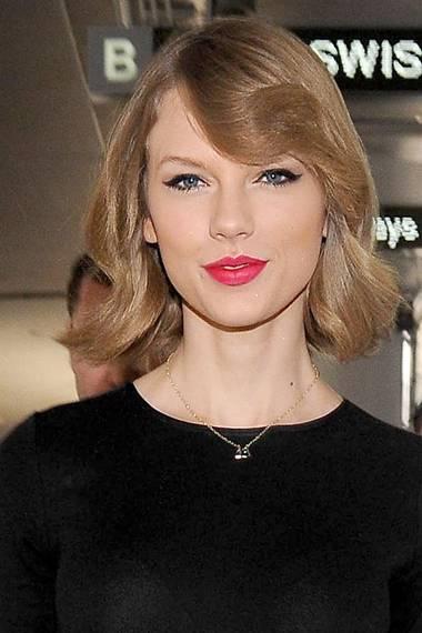 Taylor Swift folgt dem Kurz-Trend und ließ ein langes Stück ihrer Haare beim Frisör.