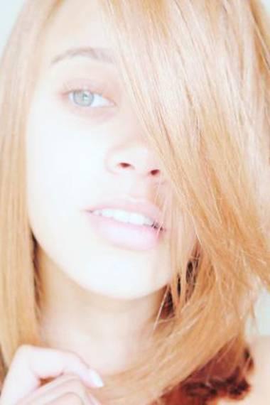 Oder gefällt Ihnen Taynara mit längeren, glatten Haaren besser?