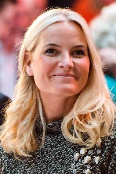 Ihr langen blonden Haare hat Prinzessin Mette-Marit gerne mit leichten Locken gertragen.