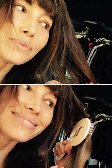 Auf Instagram lässt Jessica ihre Instagram-Follower an ihrem Frisörbesuch teilhaben. Und siehe da... Frau Biel trägt jetzt einen süßen, kurzen Pony.