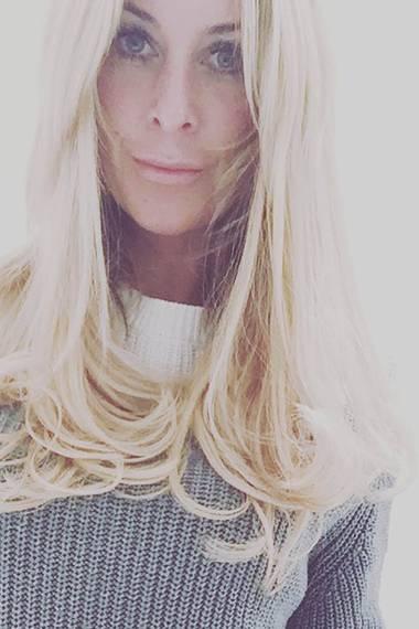 Nur 12 Wochen nach der Geburt ihres zweiten Kindes, hat Charlotte Würdig nicht nur ihren durchtrainierten Body wieder zurück, sondern trägt jetzt hellblonde Haare. Wie gefällt sie Ihnen besser?