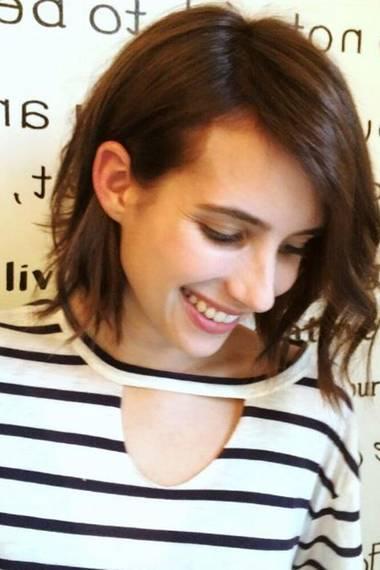 Im Juni 2014 meint Emma Roberts, dass wohl alle diesen Sommer dunklere Haarfarben bevorzugen. Sie fühlt sich richtig wohl als Brünette.