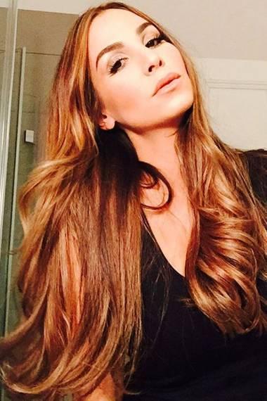 Verführerisch mit neuer, leuchtender Haarfarbe präsentiert sich Sila auf ihrem Instagram-Profil.