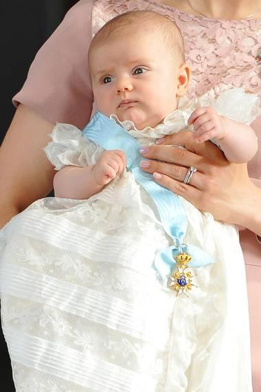 Dieses ist tatsächlich ein Bild aus dem Jahr 2012, als Prinzessin Estelle getauft wurde.