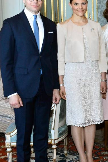 Zum Empfang des ehemaligen indonesischen Präsidenten Susilo Bambang Yudhoyono im Mai 2013 wählt Prinzessin Victoria ein Dress mit einem identischen Spitzenmuster.
