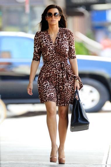 Vor knapp 5 Jahren war Kim Kardashian zwar schon bekannt, aber keine solche Stil-Ikone. Seitdem hat sie das Wickel-Kleid im Leo-Look im Schrank liegen lassen.