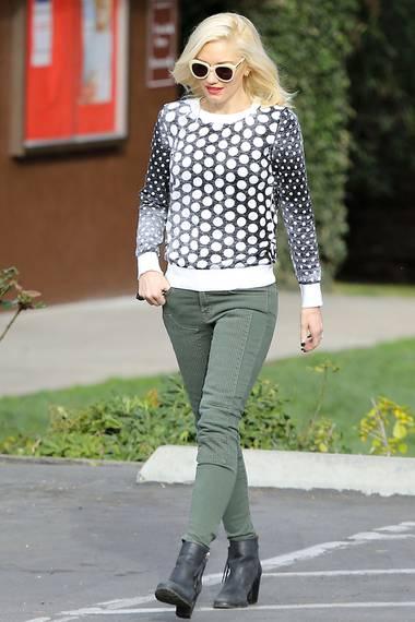Auch Gwen Stefani steht der Strick-Pullover hervorragend.