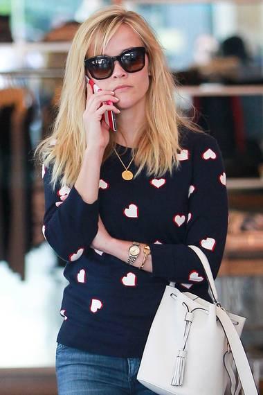 """Zum """"American Sweetheart""""-Image von Oscar-Preisträgerin Reese Witherspoon passt der herzige Wollpullover von Talbot perfekt."""
