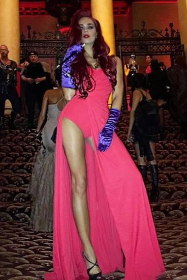 Auch Liliana Matthäus präsentiert sich im sexy Jessica Rabbit Outfit.