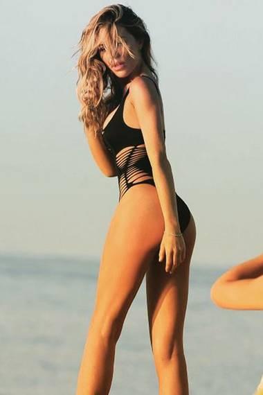 Das Topmodel und frischgebackene, zweifache Mutter Abbey Clancy kann sich ebenfalls im gleichen Badeanzug mehr als sehen lassen. Dieses aufreizende Bild teilte sie auf ihrem Instagram-Profil.