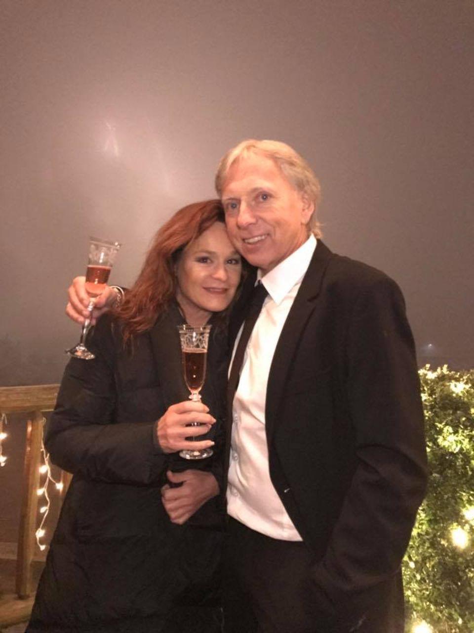 """Andrea Berg und Ulrich Ferber starten gemeinsam in das neue Jahr. """"Wir wünschen Euch ein glückliches und gesundes neues Jahr! Seid behütet!"""", wünscht die Sängerin ihren Fans."""