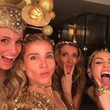 Frauen-Power auf der Silvester-Party von Familie Hemsworth: Elsa Pataky, Miley Cyrus und Mama Tish Cyrus posieren für ein Selfie.
