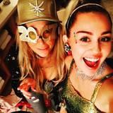 Bei Miley Cyrus und ihrer Mutter Tish kann es gar nicht genug glitzern.