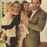 Michelle Hunziker und Tomaso Trussardi läuten das neue Jahr mit ihren beiden süßen Kindern Celeste und Sole ein.