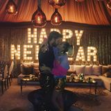 Liam Hemsworth und Miley Cyrus feiern eine große Silvesterparty mit ihren Familien. Der obligatorische Kuss um 0 Uhr darf natürlich auch bei den Filmstars nicht fehlen. Bei so viel Liebe fagen wir uns natürlich, ob wir uns 2017 endlich über eine Hochzeit freuen dürfen?
