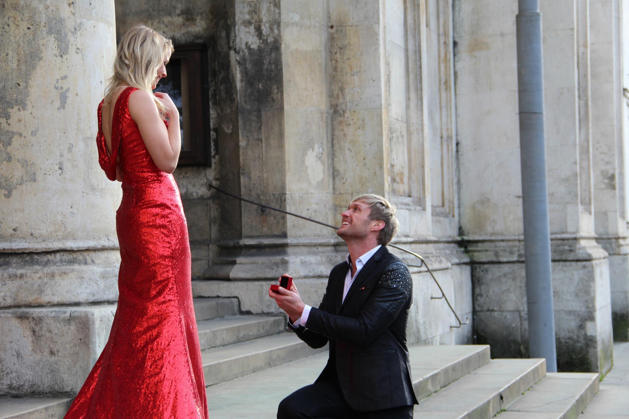 Im Musikvideo zu Nico Schwanz' neuer Single zeigen die Frischverliebten große Gefühle