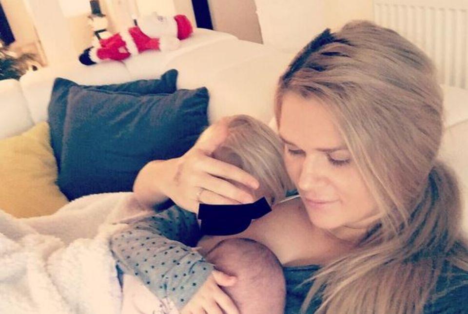 Sara Kulka sorgte mit ihrer Still-Beichte für jede menge Unruhe im Netz: Die Ex-GNTM-Kandidatin gab bekannt, dass sie ihre erste Tochter noch immer stillen würde. Ein Unding fanden viele User, denn die Kleine wurde wird im Dezember bereits drei Jahre alt.