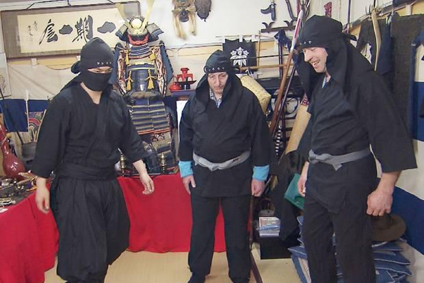 Schäfer Heinrich und sein Bruder Rainer beim Ninja-Training
