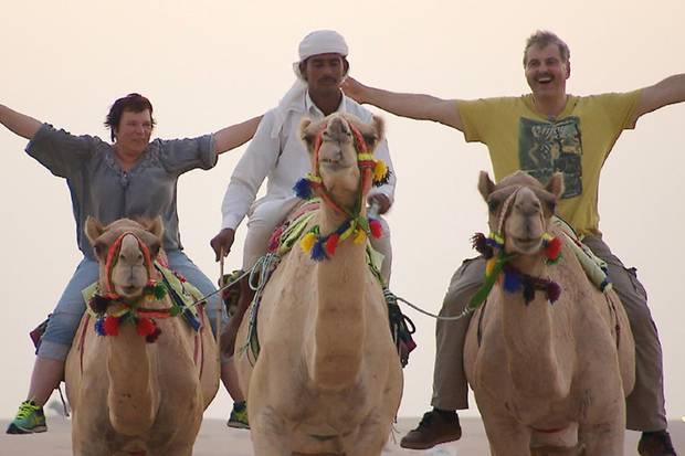 Bruno und Anja beim Kamel-Ritt