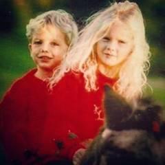 """""""Die beste Schwester, die man sich nur wünschen kann"""", kommentiert Taylors Bruder Austin Swift dieses gemeinsame Bild aus Kindertagen."""