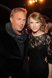 """""""Alles Gute zum Geburtstag der einzigartigen Taylor Swift"""", wünscht Kevin Costner."""