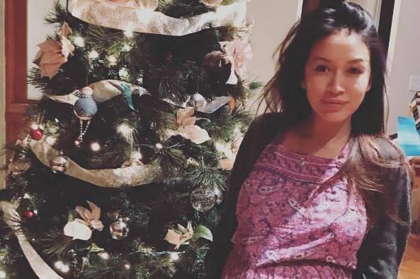 Mara Lane zeigt ihren Babybauch