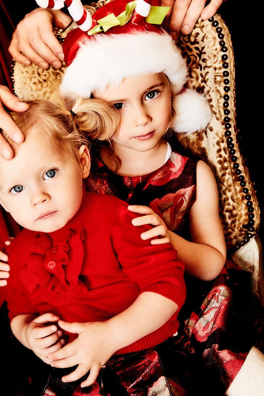 Auch die beiden Mädchen haben sich fürs Shooting schick gemacht. Sole war es wichtig, dass sie die Santa-Claus-Mütze aufsetzen durfte. Ist doch Weihnachten!