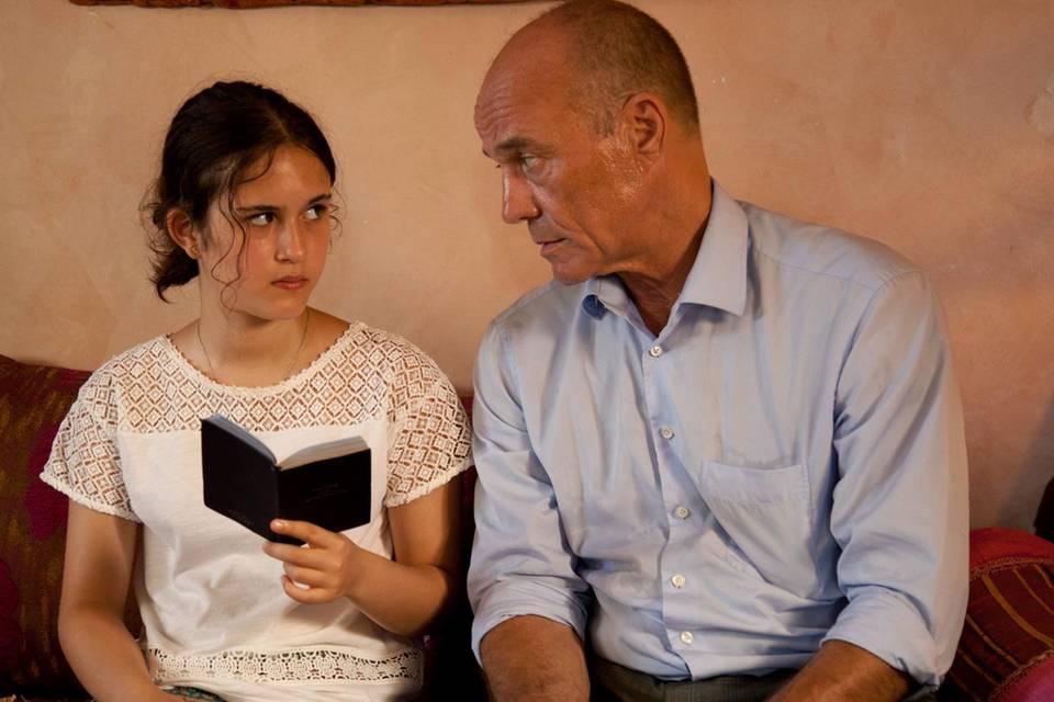 """In dem Zweiteiler """"Spuren der Rache"""" spielt Heiner Lauterbach einen deutschen Beamten, dessen Familie bei einem Attentat in Berlin ums Leben kommt. In Marokko will er den mutmaßlichen Drahtzieher zur Rechenschaft ziehen – und trifft auf dessen Tochter (Maya Lauterbach). Lauterbach ist auch Produzent des Films. (Das Erste, 2. und 4. Januar 2017, 20.15 Uhr)"""