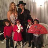 """Mariahs Look ist definitiv """"Fsk 18"""". Zusammen mit Beyoncé und ihrer Tochter Blue Ivy, lässt sich Mariah Carey mit ihren Zwillingen ablichten. Während Beyoncé recht züchtig angezogen ist, zeigt Mariah fast alles. Muss so ein Outfit wirklich vor den Kindern sein?"""