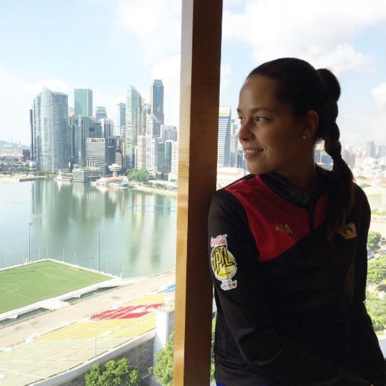 Tennisstar Ana Ivanovic grüßt aus Singapur: Kurz vor ihrem ersten Match genießt sie die atemberaubende Aussicht.