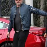 """22. Dezember 2016: Schluss mit """"Mc Sexy""""! Bei diesem Bild muss man schon genauer hinschauen um darauf Eric Dane, den einst heißen Arzt aus """"Grey's Anatomy"""", zu erkennen. Sichtlich ergraut und mit einem kleinen Bäuchlein ist der Schauspieler in Beverly Hills unterwegs."""