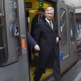 Auch ein Prinz fährt Bahn - aber nur zu einem besonderen Anlass. Anlässlich des 40. Jubiläums der Brüsseler U-Bahn lässt es sich der Royal nicht nehmen, dort einen Besuch abzustatten.