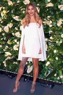 Ganz romatisch in Weiß präsentiert sich Ann-Katrin Brömmel bei den People Style Awards in München.