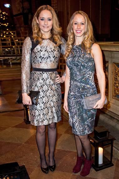 Schwesterlich geteilt: Lina Frejd, Prinzessin Sofia ältere Schwester (l.) hat sich für ein Weihnachtskonzert in Stockholm das festliche Spitzenkleid ausgeliehen. Aber wem steht's besser?