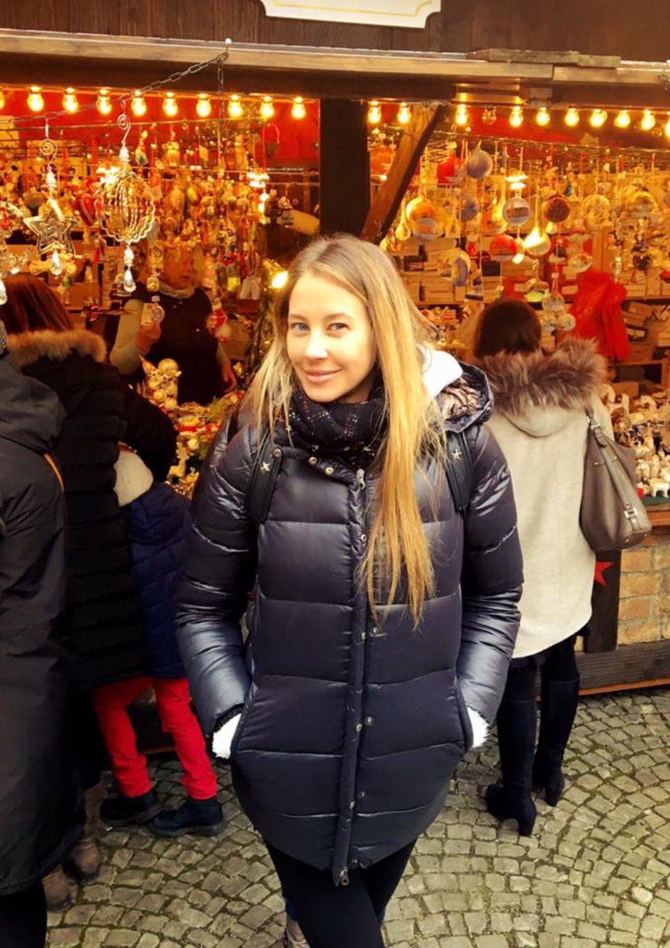Alessandra Meyer-Wölden gönnt sich einen Tag auf dem Weihnachtsmarkt. Sie genießt den Besuch in der alten Heimat München.