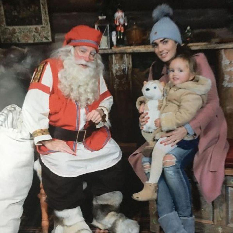 Der beste Tag für die Kleinen: Tamara Ecclestone begleitet ihre Tochter beim Besuch des Weihnachtsmannes.