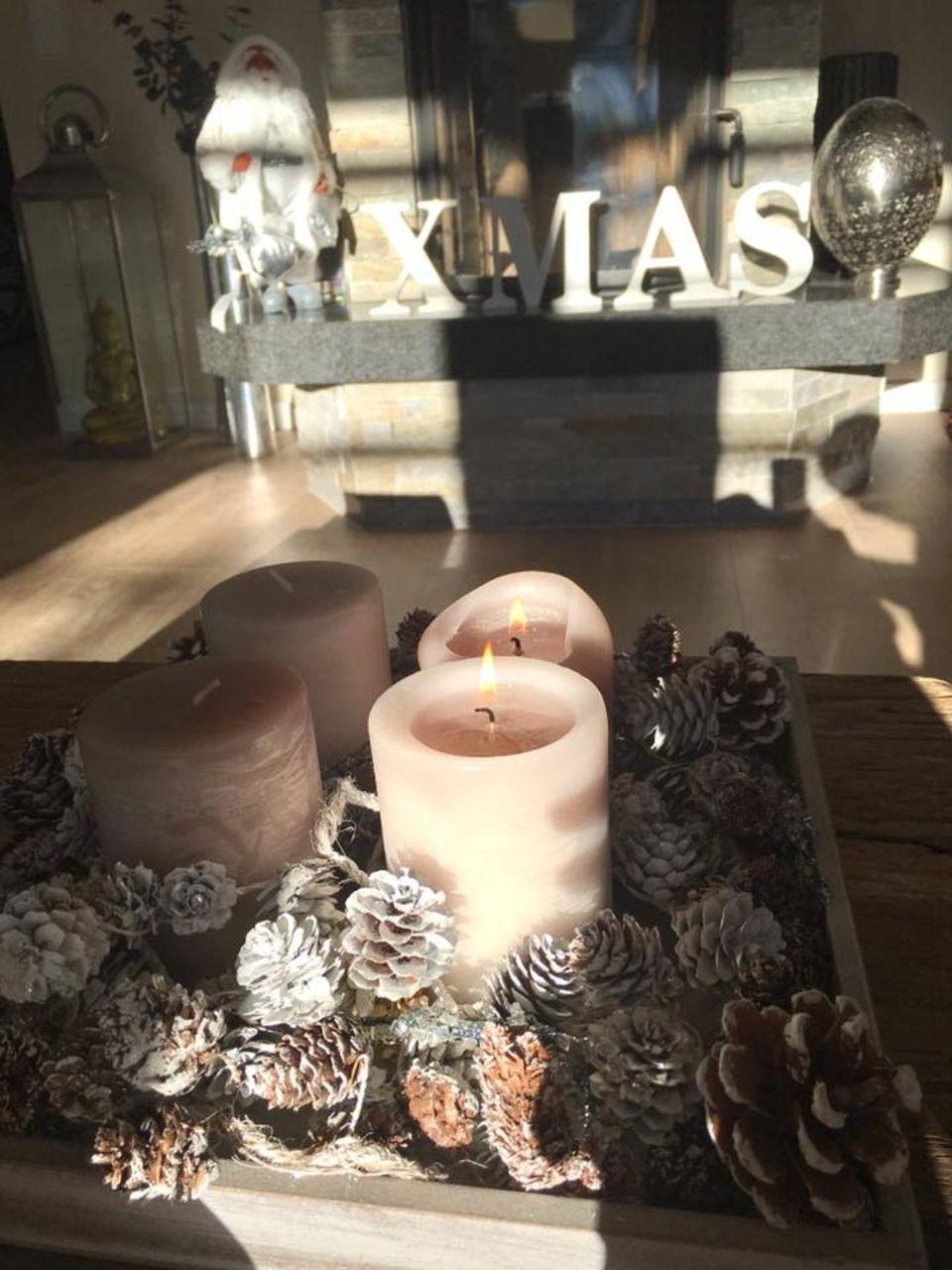 Mit einem Foto ihres Adventskranzes grüßt uns die sympathische Jana Ina Zarrella aus ihrem gemütlichen zu Hause.