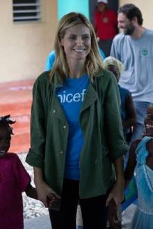"""""""Es ist nie zu spät wieder zurückzugeben"""" - postet Heidi Klum. Mit UNICEF macht sich das Model für Kinder in Not stark."""