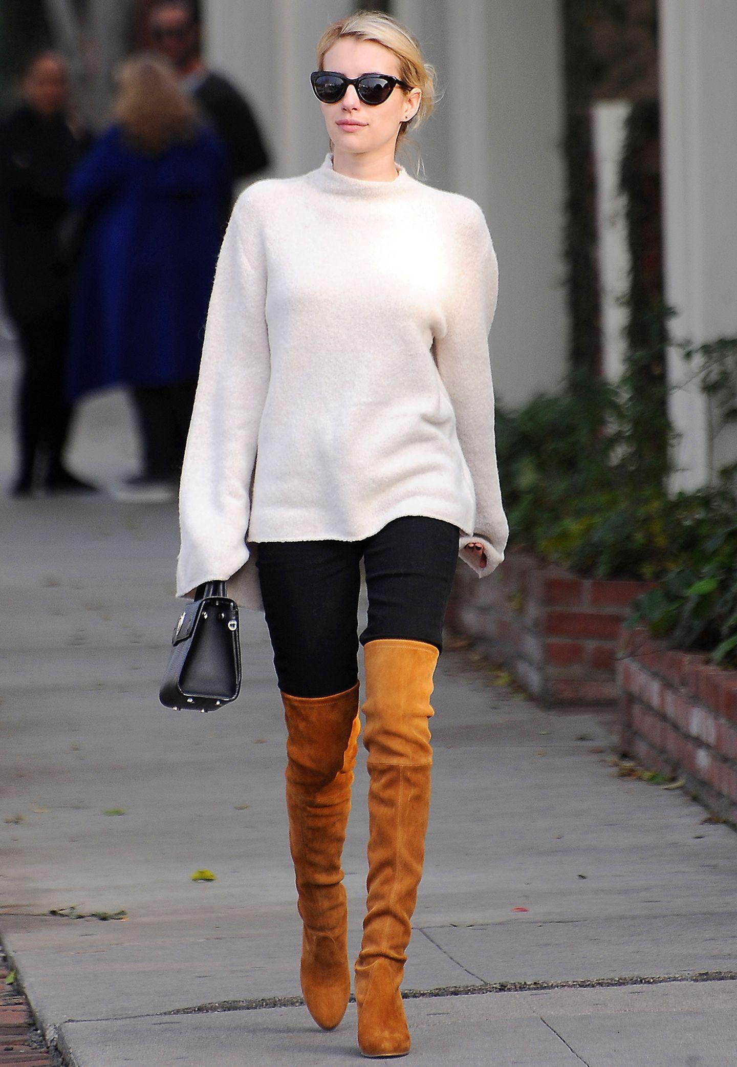 Emma Roberts Overknee-Stiefel aus Wildleder sind ein echtes Highlight im tristen Herbst.