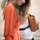 In Königin Ranias Locken hat sich etwas verfangen. Hilfe naht, die Haare der Jordanierin werden befreit.