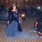 Prinzessin Mary wird zum Neujahrsempfang mit grau-blauen Abgasen emfpangen. Zum Kleid passt dabei nur die Farbe.